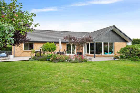 Villa på Solsikkevænget i Galten - Set fra haven