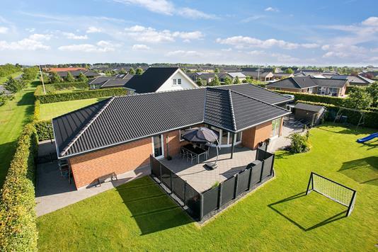 Villa på Ellehammers Alle i Galten - Set fra haven