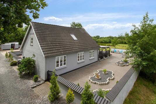 Villa på Skelgårdsvej i Hammel - Set fra vejen