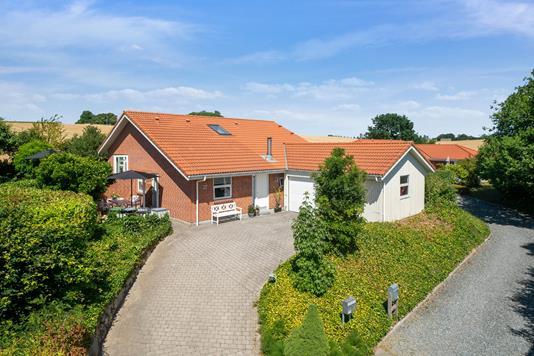 Villa på Bækgårdsvej i Skanderborg - Set fra vejen