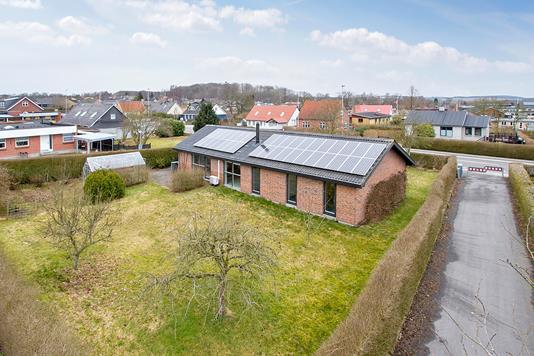 Villa på Gl Silkeborgvej i Låsby - Set fra vejen