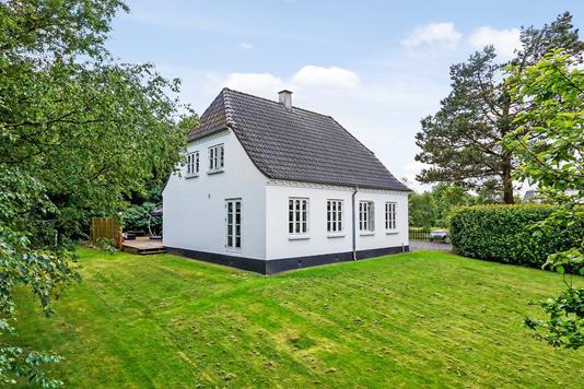 Villa på Fløjstrupvej i Jelling - Ejendommen