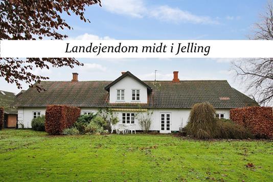 Landejendom på Vejlevej i Jelling - Ejendommen
