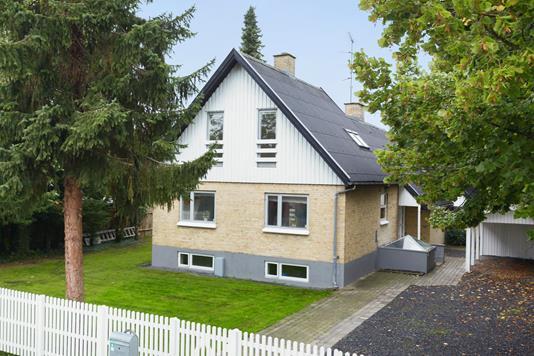 Villa på Vinkelvej i Farum - Ejendommen