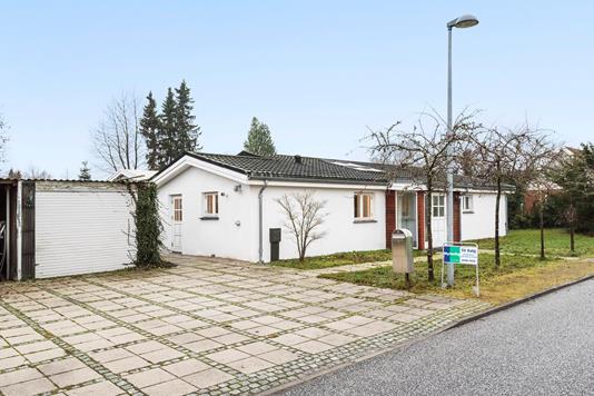 Villa på Lindegårdsvej i Farum - Ejendommen