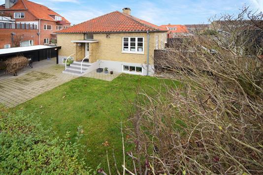 Villa på Backersvej i København S - Ejendommen