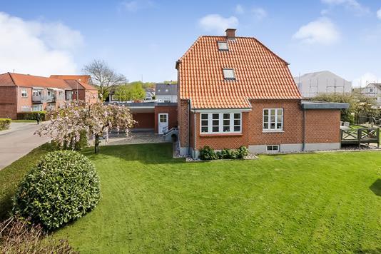 Villa på Tingløkkevej i Odense SV - Ejendommen