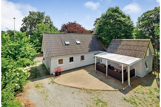 Villa på Ravnebjerggyden i Blommenslyst - Ejendommen