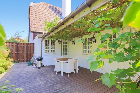 Villa på Tjørnebakken i Birkerød - Overdækket terrasse