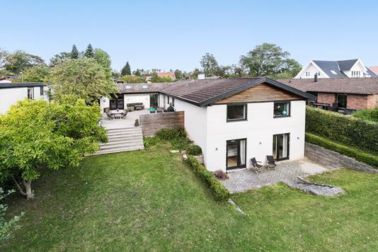 Villa på Bjørnsholmvej i Værløse - Ejendommen