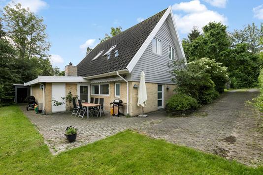 Villa på Rosen Alle i Værløse - Ejendommen