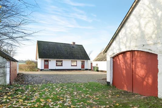 Villa på Klæstrupvej i Nibe - Gårdsplads