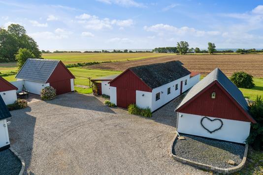 Villa på Højerup Skovvej i Store Heddinge - Set fra vejen