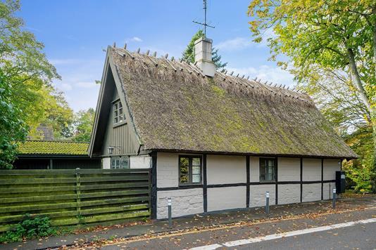 Villa på Højerup Bygade i Store Heddinge - Set fra vejen