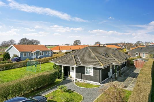 Villa på Thorsvænge i Rødvig Stevns - Set fra vejen